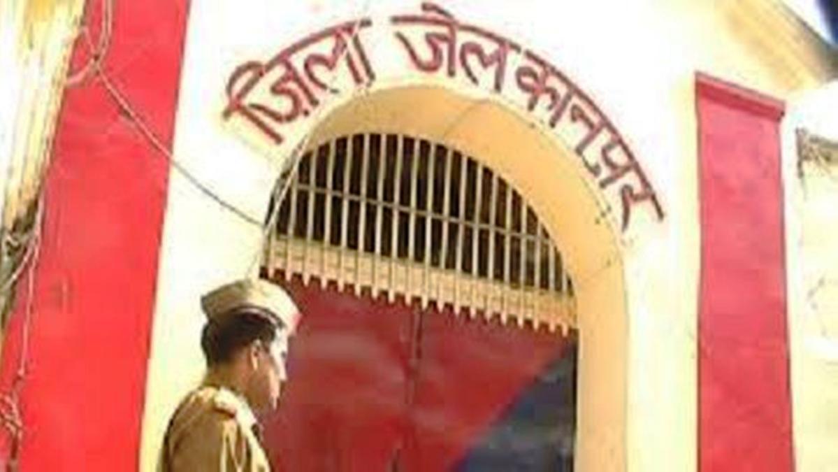 कोरोना वायरस: कानपुर जेल के कैदियों का नए कैदियों संग रहने से इनकार, कहा- हमें  लग रहा डर