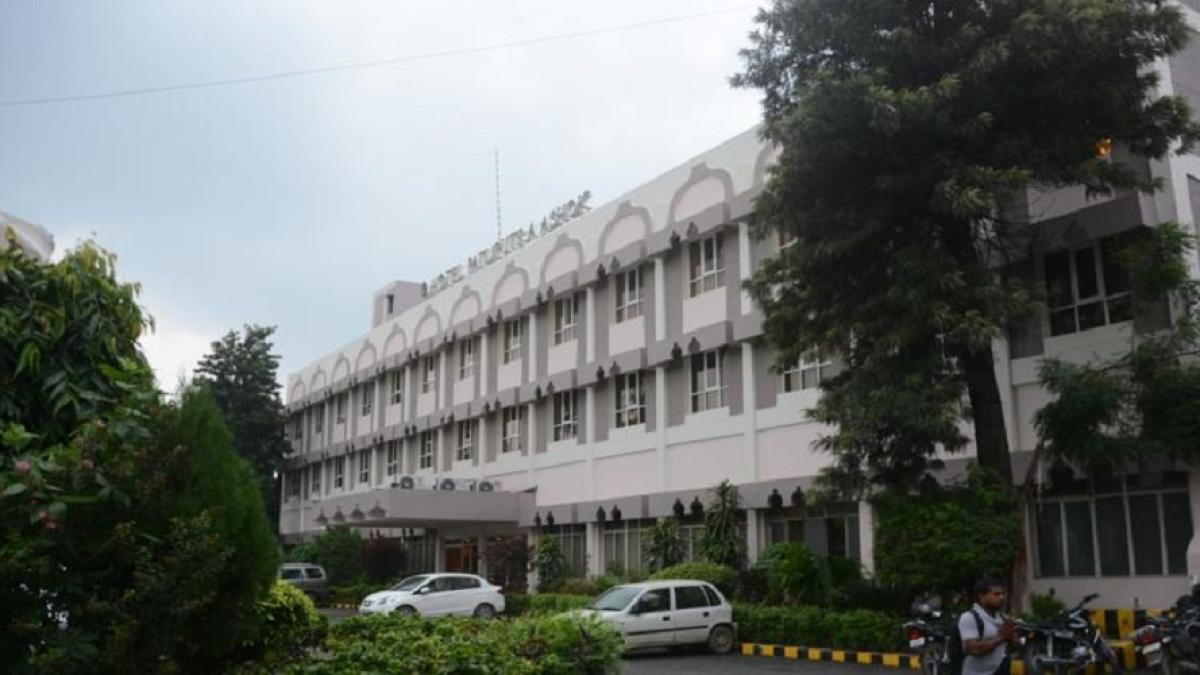 कोरोना से लड़ाई में बिहार का बड़ा कदम, आइसोलेशन सेंटर में बदलेगा पटना का नामी होटल