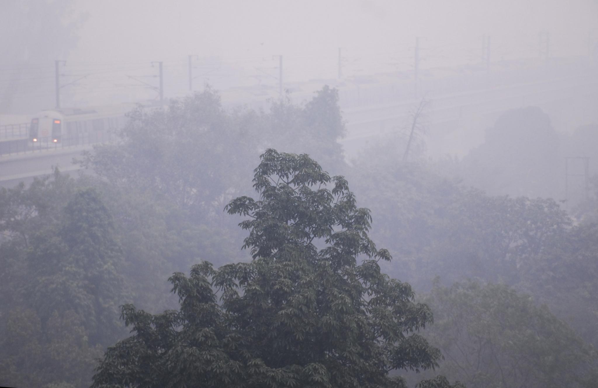 धुआं-धुआं दिल्ली-एनसीआर, जानलेवा स्तर पर पहुंचा प्रदूषण