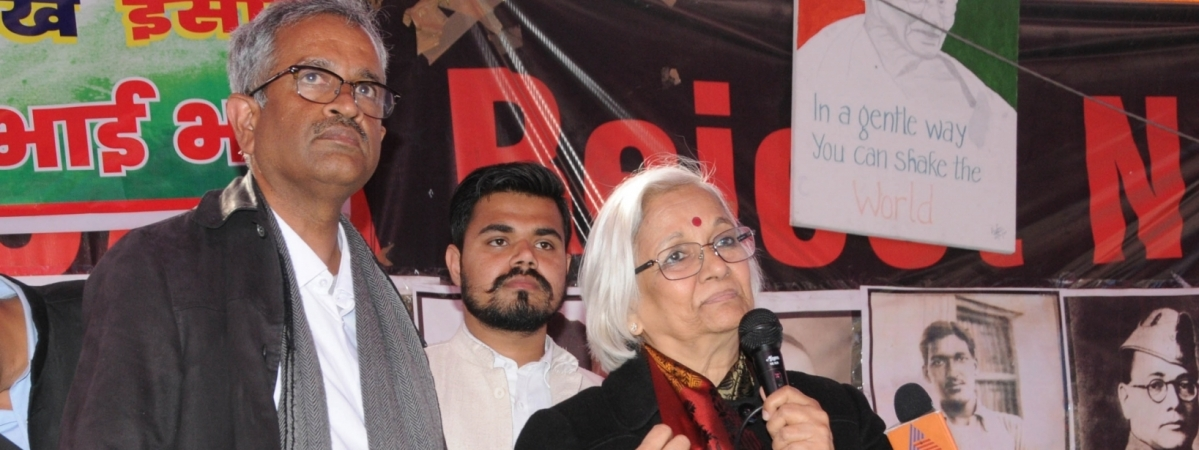 Supreme Court-appointed interlocutors Sanjay Hegde and Sadhana Ramachandran interacting with anti-CAA protesters at Shaheen Bagh in Delhi on February 19, 2020
