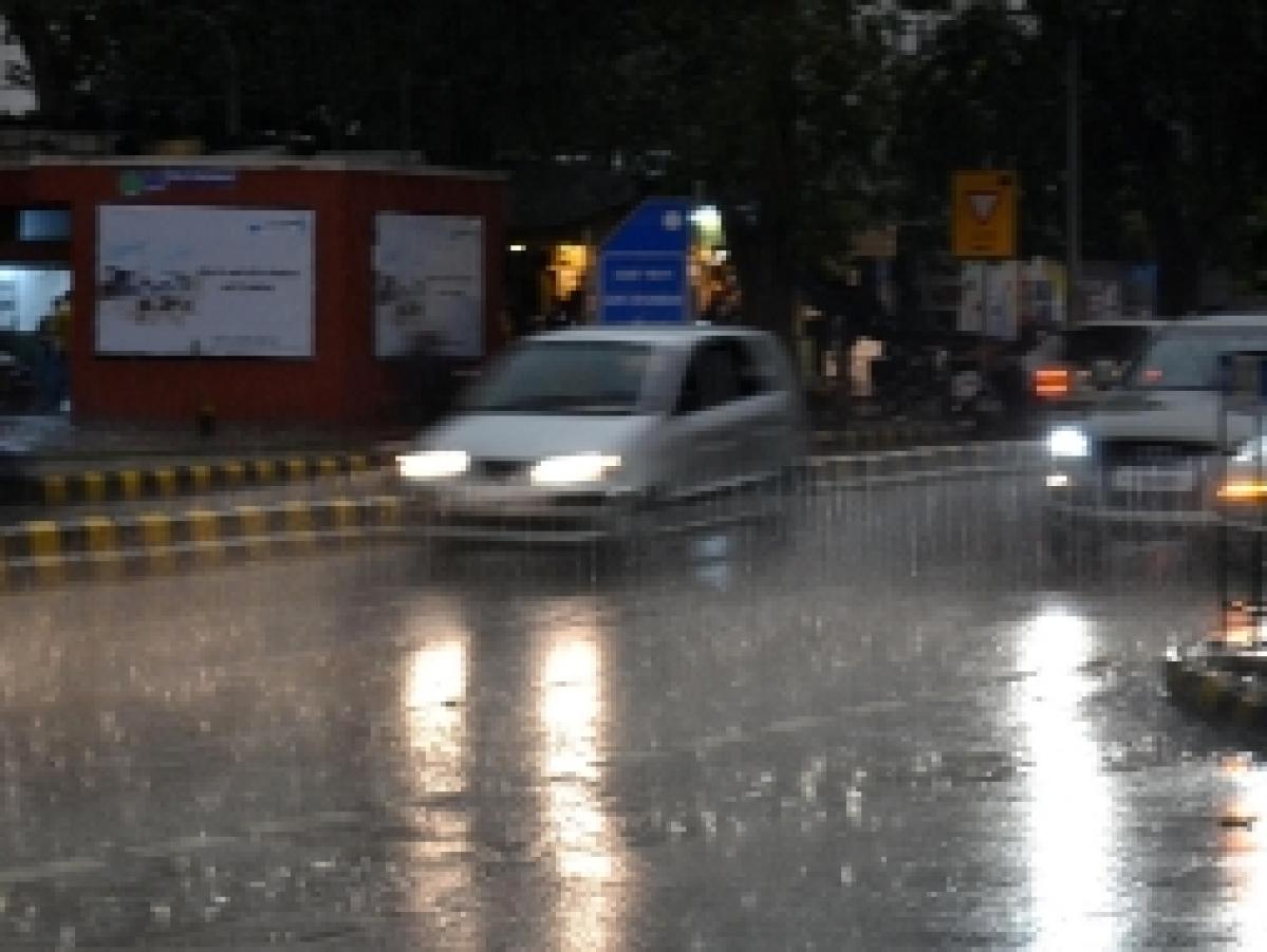 File photo of vehicles moving through sudden rain in New Delhi on February 20, 2011.UNI PHOTO