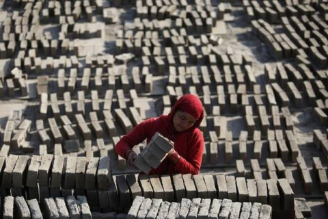 Nepal: Brick kilns cut carbon emission