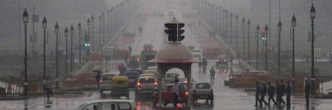 Rain plummets mercury in Delhi, causes traffic snarls