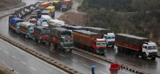 Srinagar-Jammu NH closed, Leh and Mughal road open