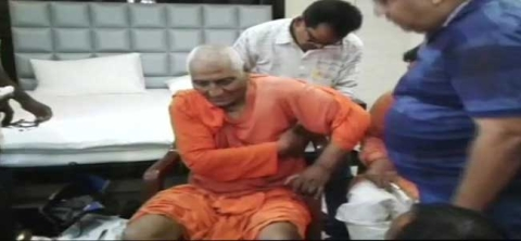 Swami Agnivesh beaten up by BJP workers in Pakur