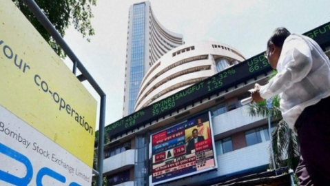 Sensex rises by 883.77 points on positive global cues