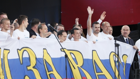 Glory in defeat ; crowds hail Russia World Cup team