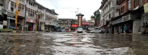 Two-hour rain brings Srinagar life to grinding halt