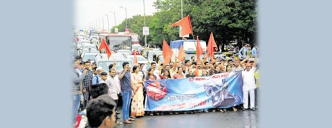 Maharashtra Bandh: protesters disrupt road traffic