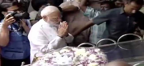 PM pays homage to Karunanidhi