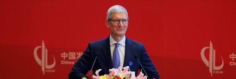 Tim Cook for calm on tariff war