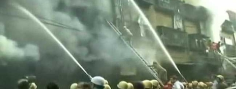Massive fire breaks out at Kolkata's Bagri Market; 30 fire tenders at spot
