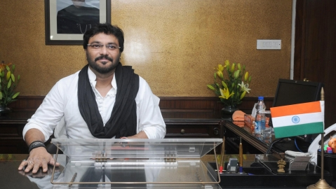Babul Supriyo joins issue with Rahul for demanding Jaitley's resignation