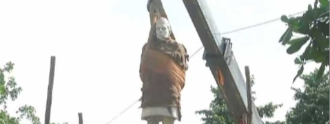 Nehru statue removed for Mela beautification