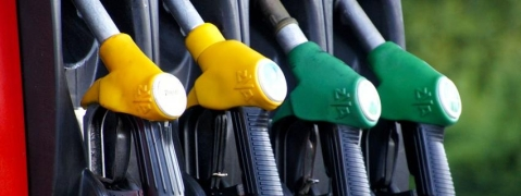 Petrol, Diesel on top in Mumbai