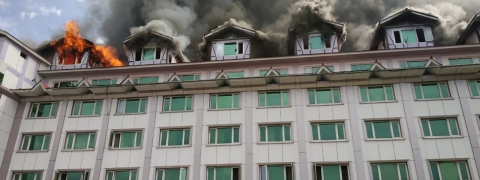 Massive fire in Srinagar hotel