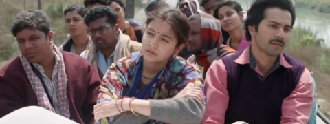 'Sui Dhaaga': Varun, Anushka travel on roof of a bus