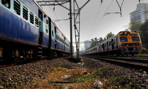 Pregnant woman delivers girl child inside a stranded Super fast Train