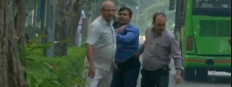 4 suspicious men outside Alok Verma's home, detained