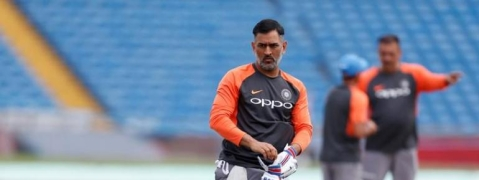 Dhoni reaches 10,000 runs milestone for India, becomes 5th Indian