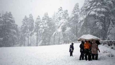 Manali receives season's first snow