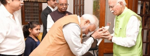 PM Modi meets Advani, wishes veteran leader on his 91st birthday