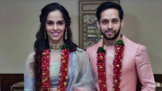 Saina Nehwal, Kashyap tie the knot, post photo on Twitter