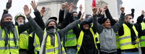 France fuel protests: PM Philippe 'to halt fuel tax rise'