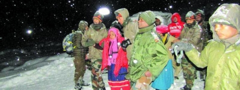 Indian Army rescues 150 Tourists trapped in Lachung, North Sikkim