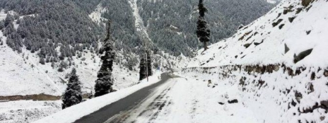Far flung, remote villages remain cut off, more snow predicted in north Kashmir