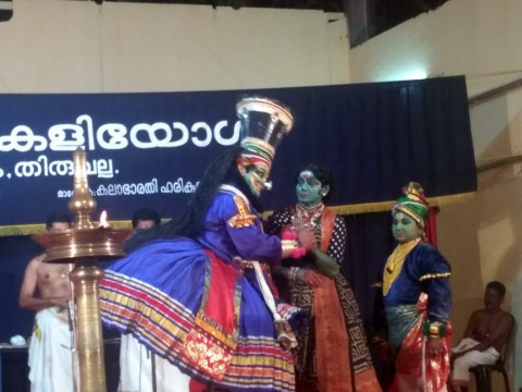 Ramachandrans mesmerise audience with 'Nizhalkuthu' kathakali performance