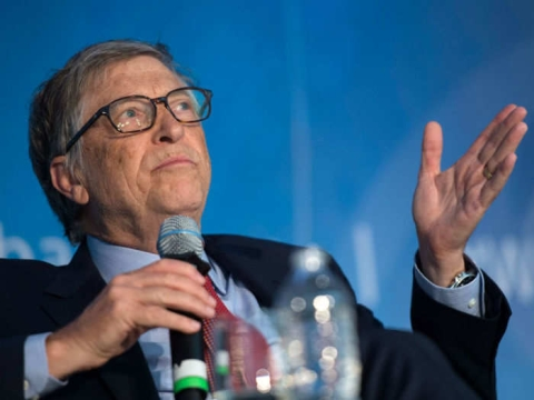 Bill Gates gives green signal to Aadhaar