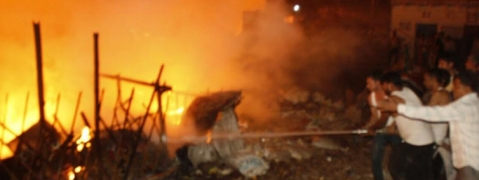 Fire guts 250 huts in Delhi