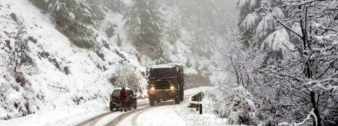 Snowfall continues for 2nd day in Kashmir; normal life disrupted