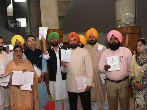 Proclaimed offenders' issue: AAP stages walkout from Punjab Assembly