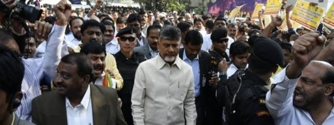 Naidu leads protest march to Jantar mantar to demand spl status for Andhra