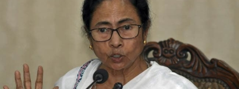 Guv holds meeting; CBI to move SC; Mamata continues dharna