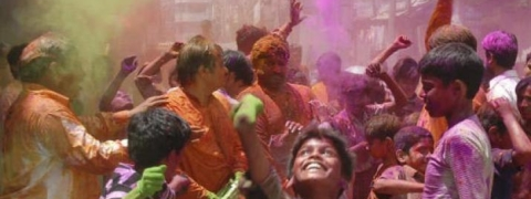 Bengal celebrates Holi and Dol-Jatra with traditional fervour