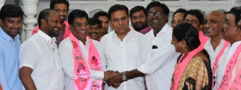 Former TDP MP jumps onto TRS bandwagon
