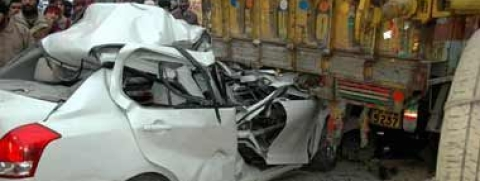 2 dead, 11 injured in road accident in north Kashmir