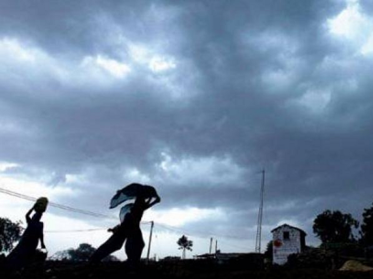 Thunderstorm with gusty winds, lightning likely in North coastal AP