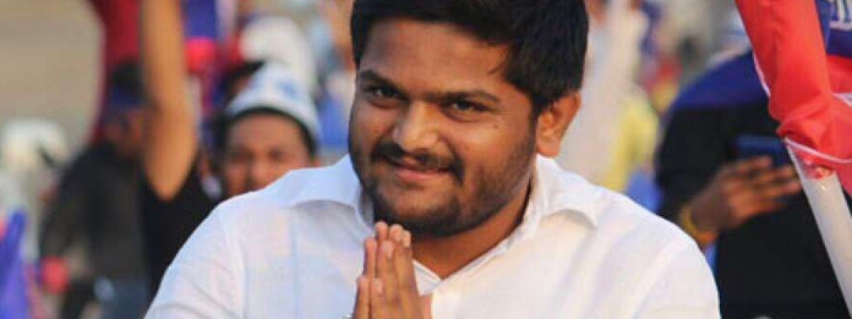 Hardik announces to join Cong