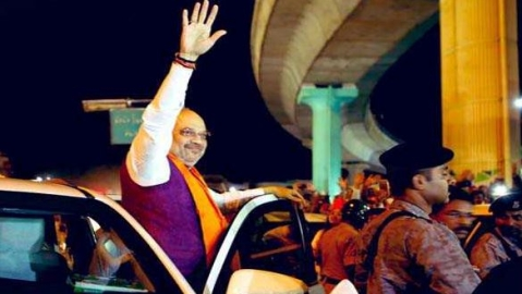 Amit Shah draws huge crowd during road show in Bengaluru