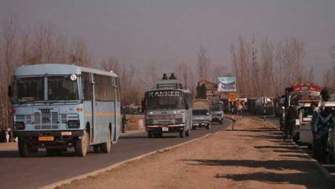 Highway ban halts life in Kashmir