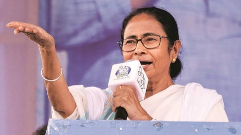 """Do not vote for the dalals of the BJP"" : Mamata at Beldanga"