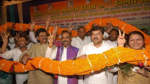 Former ministers Nagmani and Suchitra Sinha join JD(U)