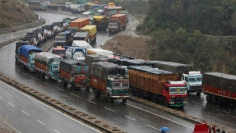 One-way traffic resumes on Kashmir highway