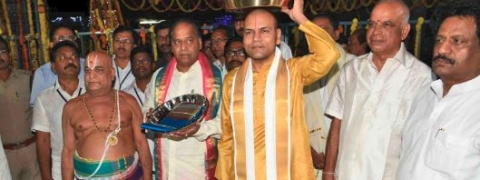 Tirumala JEO presents silk vastrams to Simhachalm appanna