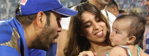 Dad Rohit Sharma lifts daughter Samaira before lifting IPL Trophy