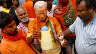 Bengal for first time votes for a party ruling at the Centre
